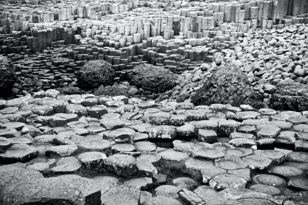 Black and white image of Giantscauseway